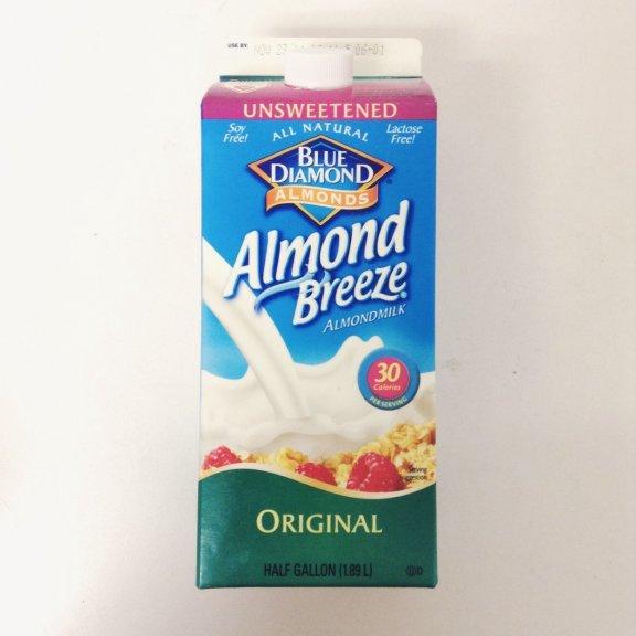牛乳の代わりに飲んでみて♡栄養満点のアーモンドミルクが今話題◎