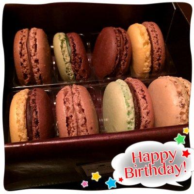 娘の誕生日をお祝いします。もうケーキは要らないと,JEAN-PAUL HEVINのマカロン。ふわ美味しい。コーヒー淹れましょね。