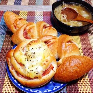 マヨベーコンパン、エピ、野菜コンソメスープ。