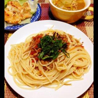 納豆松前漬パスタ、タンドリー風鮭ほたてマヨ、カレースープ。