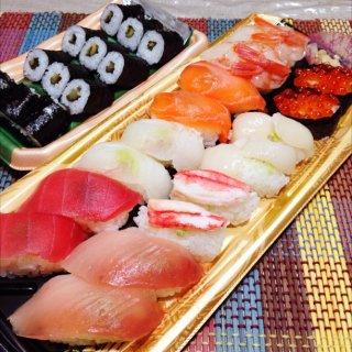 寿司。スーパーで買ってきました^_^
