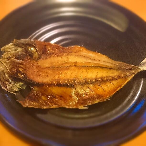 焼いた手作り鯵の干物の写真 miil