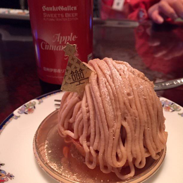 昨晩食べたクリスマスケーキ。レ・パティシエールのモンブラン。サンクトガーレンのアップルシナモンエールといただきました。 #sanktgallen