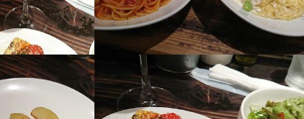Italian Bar PIENO di cibo