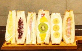 高級食パン専門店のフルーツサンドが人気▷【Barkery MAKANA】
