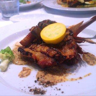 魚と肉の2種類あり、税込1,500円でヘルシーかつ、ボリューム満点のワンプレートランチが食べられます!