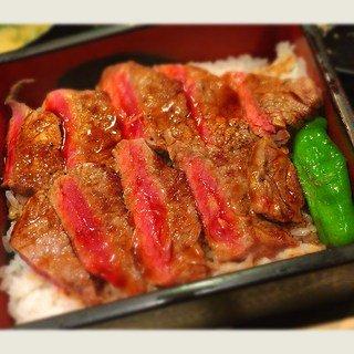 大阪なにわのステーキ重は、ボリューム満点でめっちゃウマい!美味しいおすすめ人気店ランキング