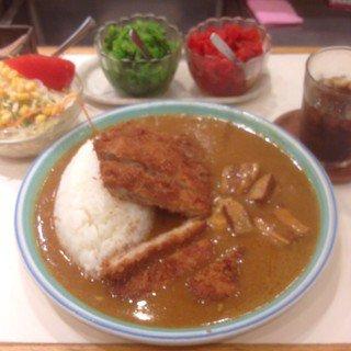 新宿駅周辺でカレーが美味しい店は、ここ!おすすめ人気店ランキング!